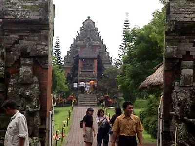 4-8-00mengwi-temple-2.jpg